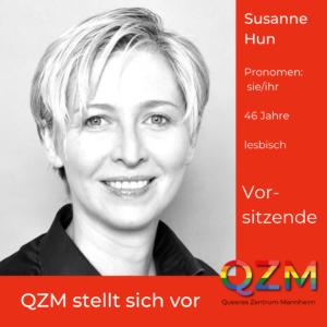 Ein Profilfoto von Susanne auf rotem Grund, zusätzliche Infos: Pronomen: sie/ihr; 46 Jahre, lesbisch, Vorsitzende